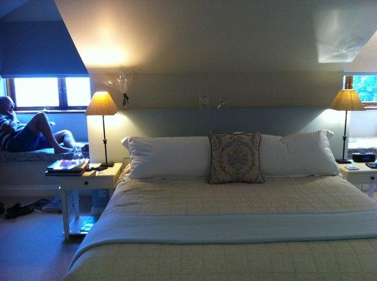 สปิเซอร์โคลบลี่เอสเทจ: King sized bed