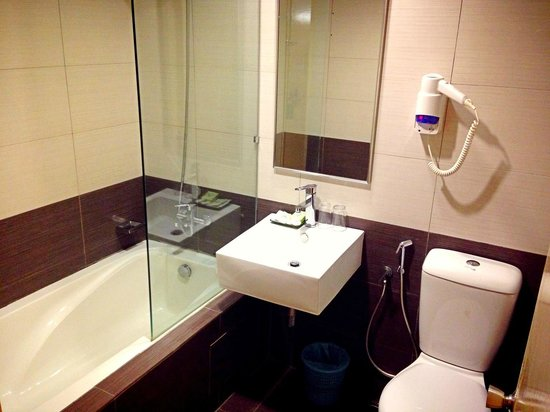 Corona Inn: Pretty nice bathroom