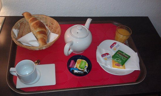 Tor Hotel Geneve: Breakfast served in the room