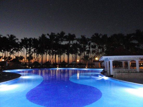 Luxury Bahia Principe Bouganville : Main Pool area at sunset