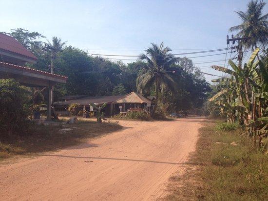 Koh Jum Oonlee Bungalows: The village