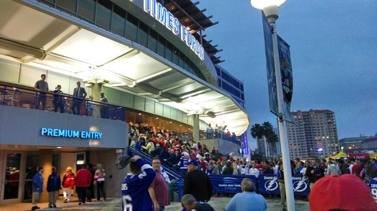 Amalie Arena: Hockey crowd