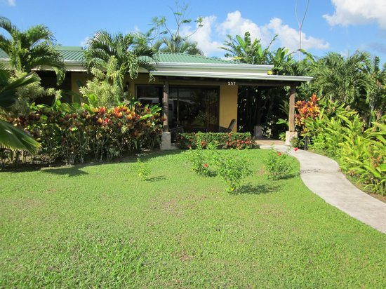 Arenal Manoa Hotel: The outside of the bungalow