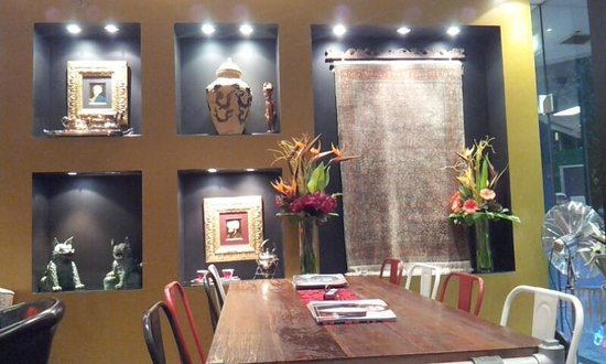 Java Spice Cafe Emporium: Indonesian-inspired decor