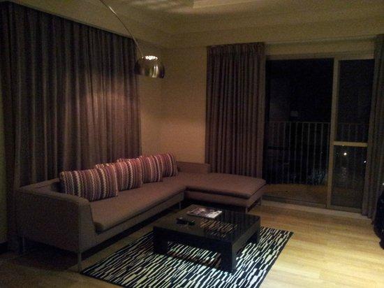 Movenpick Hotel Mactan Island Cebu : Living area in the suite