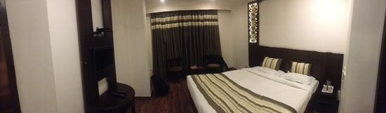 Hotel Royale Residency: Standard Double Room. Neat and Clean.