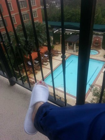 Hotel Granduca Houston: Me...my slippers...and my balcony!