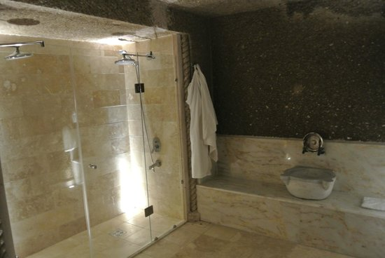 Erenbey Cave Hotel: great water pressure in the double shower