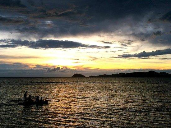 Banana Sunset Bar and Bungalows: Canoeing