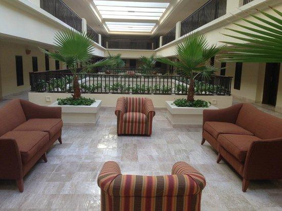 CasaMagna Marriott Cancun Resort: Ala interna de acesso aos quartos.