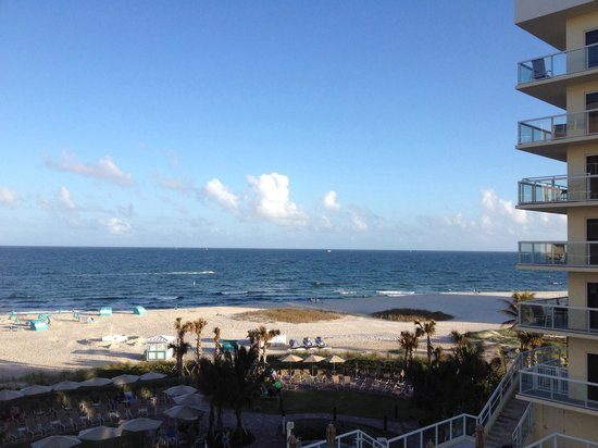 Fort Lauderdale Marriott Pompano Beach Resort & Spa : View from our balcony!