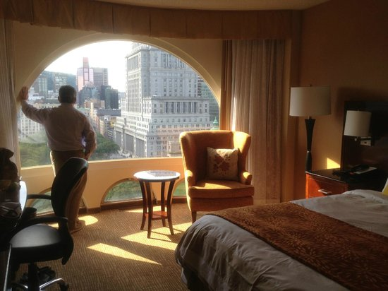 Montreal Marriott Chateau Champlain : The room has great, large windows!