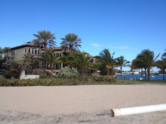 Fort Lauderdale Marriott Pompano Beach Resort & Spa : Some beautiful houses along the beach!
