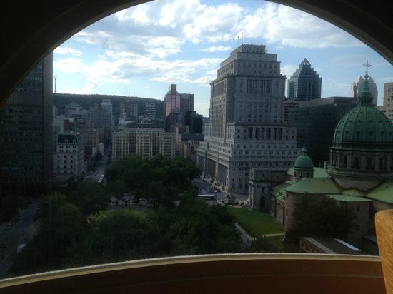 Montreal Marriott Chateau Champlain : View from the room's window, facing Mont Royal