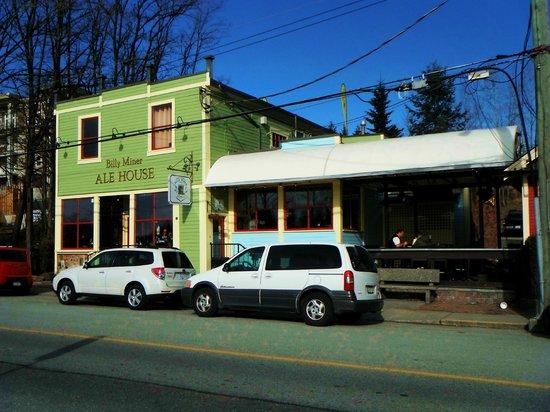 Billy Miner Alehouse & Cafe : Steet Entrance