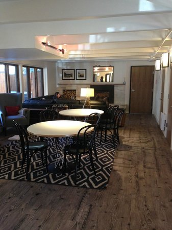Hotel Durant : Family Room w/ Cracklin' Fire