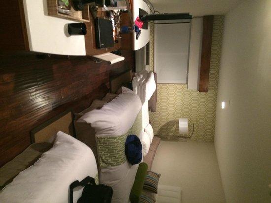Hotel Indigo Anaheim: Room