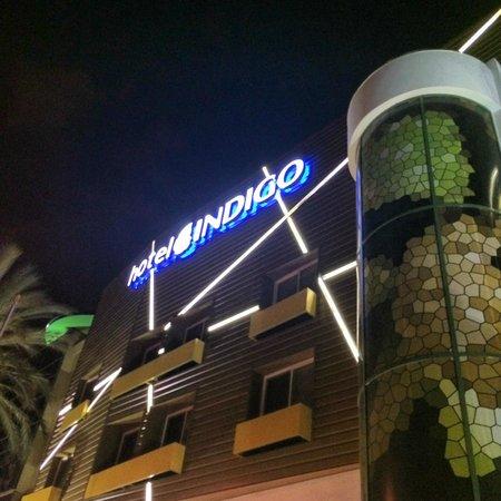 Hotel Indigo Anaheim: Front Entrance