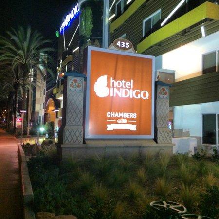 Hotel Indigo Anaheim: Front