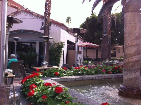 Sammy G's Tuscan Grill: The patio