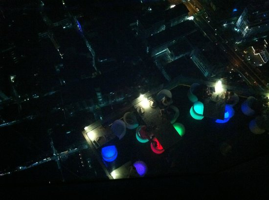Baiyoke Sky Hotel: Looking down the Bangkok Balcony restaurant from Baiyoke Bar