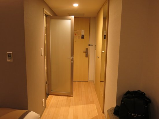 JR Kyushu Hotel Blossom Hakata Chuo : Entrance to the room