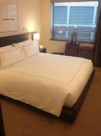 Conrad New York: king bedroom