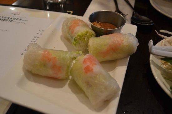 Saigon Kitchen: Summer rolls (here with shrimp)