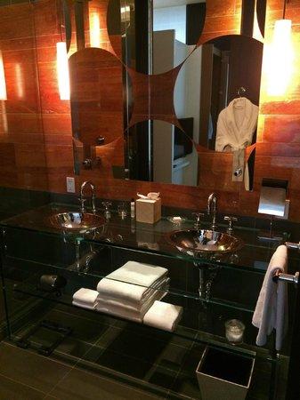 Andaz 5th Avenue : Modern bathroom