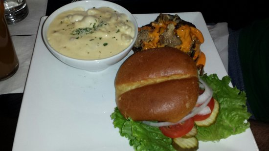 101 Gastro Pub: Diablo sauce burger with truffle mac n cheese