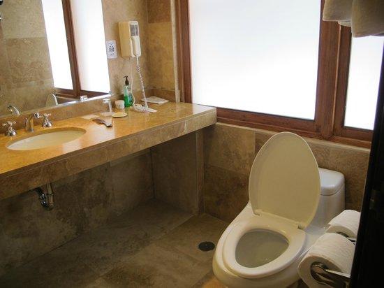 Hotel Costa Del Sol Ramada Cusco: Baño habitación II