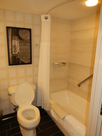 New Palace Casino Point Cadet: Bathroom, includes rainshower head