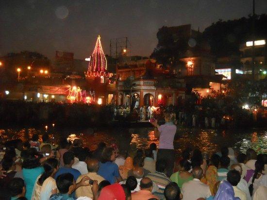 Ganga Aarti at Haridwar: a beautiful evening with ganga arti-haridwar
