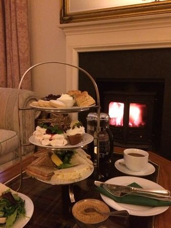 Dalshian Guest House: Gorgeous afternoon tea in the lounge