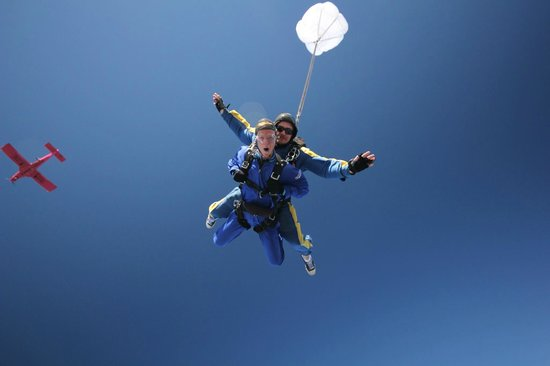 Rotorua Downtown Backpackers : Skydive Taupo - Book here and get a free tshirt