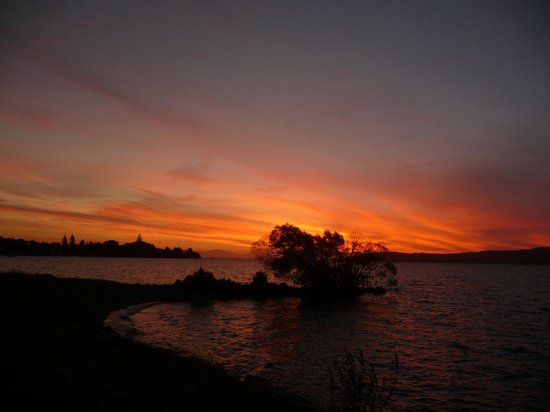 The Cottage Mews Motel Taupo : Lakeside sunset