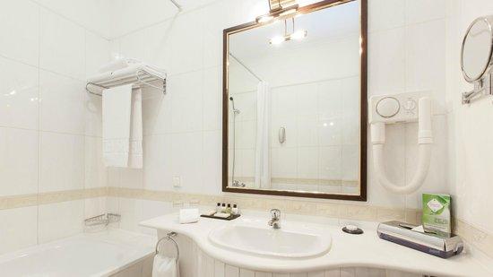 Grand Hotel Tien-Shan : Deluxe Double - bathroom