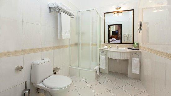 Grand Hotel Tien-Shan : Standard Double - bathroom