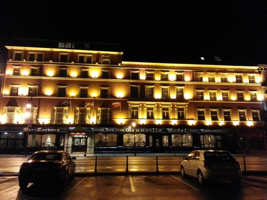 Granville Hotel: Exterior at Night