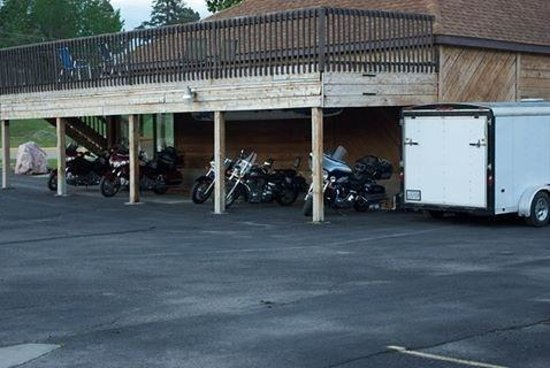 Chief Motel: Bike parking was much appreciated!