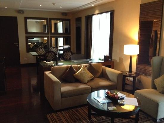 Holiday Inn Bangkok: Executive Suite - Room 828