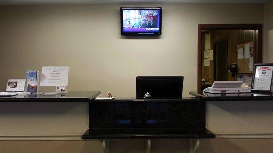 Knights Inn Bay City : Front Desk