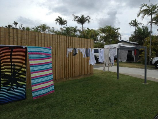 Alex Beach Cabins and Tourist Park: public clothes line