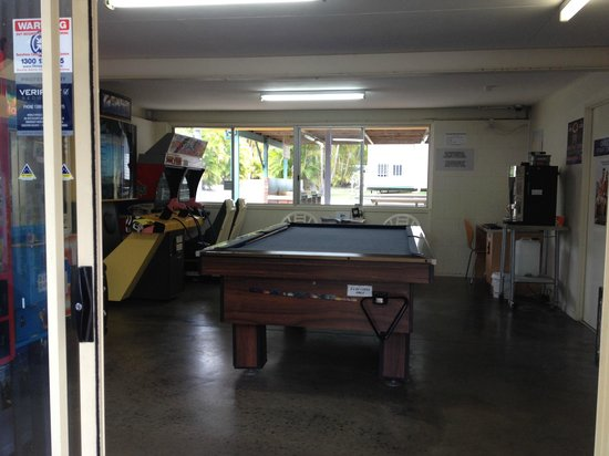 Alex Beach Cabins and Tourist Park: games room