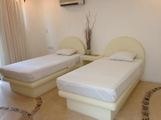 """Blue Pearl Suites: 1 of the other 2 """"twin rooms"""" in suite 6"""