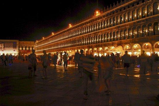 St. Mark's Square: Ночной Сан Марко