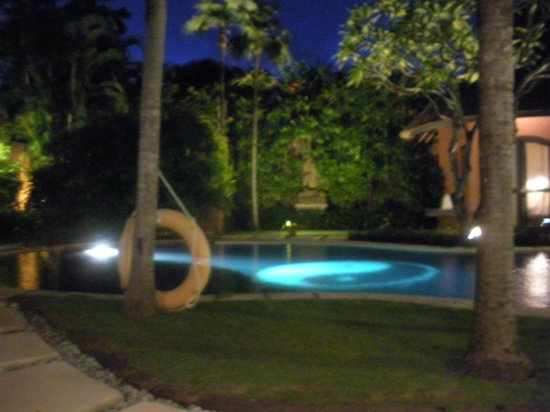 The Villas Bali Hotel & Spa: pool at night
