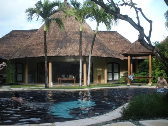The Villas Bali Hotel & Spa: Large chillout area with a dble room to each side