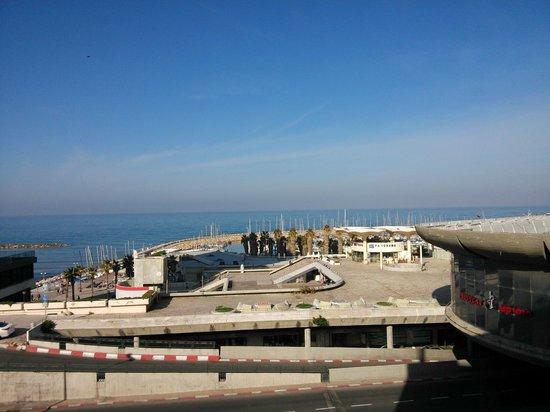 Olympia Tel Aviv Hotel: Вид из холла