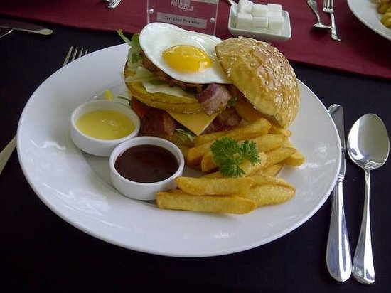 Platinum Grill : Bacon Burger with Truffle Fries